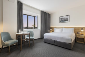 Oaks Wellington Hotel Executive Room Bedroom Living 600x400px